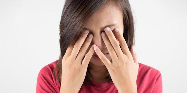 失明の可能性も…コンタクトレンズをつけたままにすると起こる5つのリスク