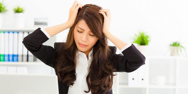 """謎の喉の違和感は""""ヒステリー球""""かも?ストレスが多い人はセルフチェックを"""
