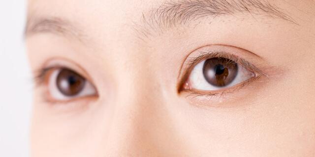 """忍びよる""""老眼""""は若者にもリスクが 目に悪影響を及ぼすNG行動"""