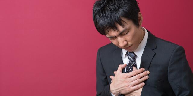 つらい胸焼けの症状…5つの原因と効果的な食事方法をご紹介
