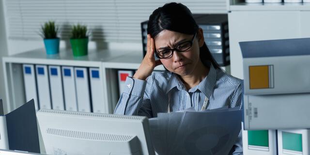 寝不足による頭痛は要注意!原因・症状・効果的な対処法をご紹介