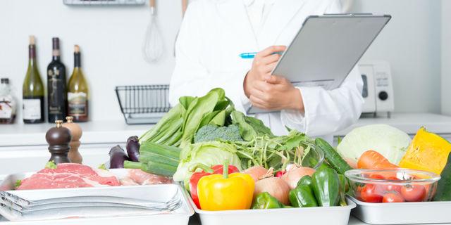 《栄養士解説》夜に食べた方が効果的な食材&オススメレシピ