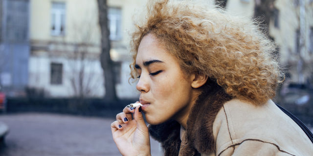 ニコチン性口内炎は喫煙者への警鐘?注意すべき症状と治療方法を解説