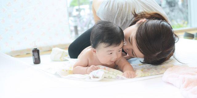【医師監修】ベビーマッサージが赤ちゃんに与える嬉しい8つの効果