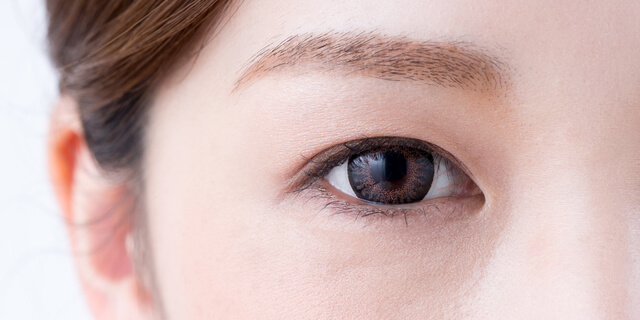 20代に増える「スマホ老眼」 最新調査と4つの疲れ目解消法
