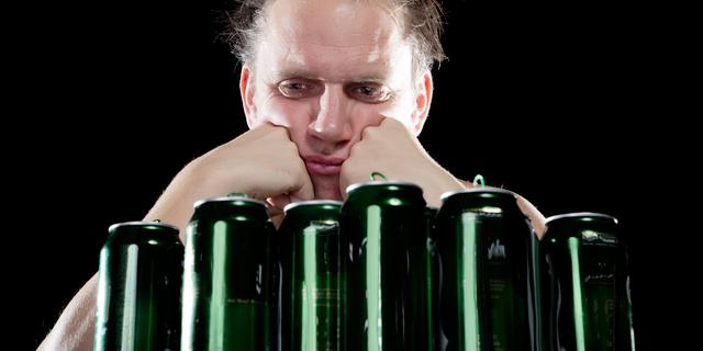 エナジードリンク+アルコールは危険!酔いを感じず限界突破することも