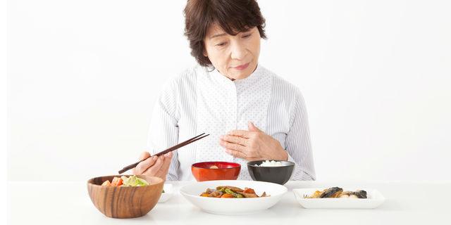 朝の胃痛は病気のサインかも…気になる原因と予防対策を教えて!
