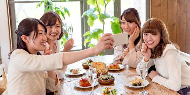 女性の間で話題の「デブ活」 SNSを活用した食事法とは?