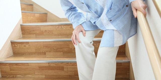 膝のポキポキ音は危険?変形性膝関節炎の発症リスクとの関係性とは