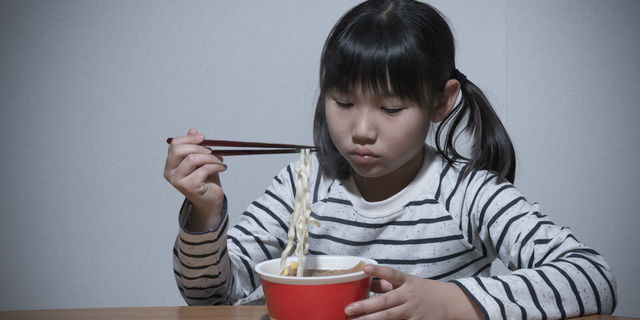 孤食する子ども