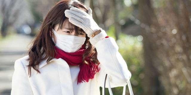 冬風邪の女性