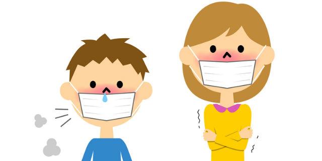 マスクをつける親子