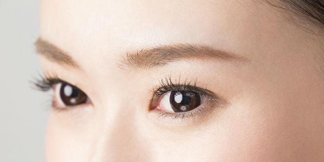眉と目のアップ
