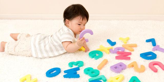 赤ちゃんとアルファベット