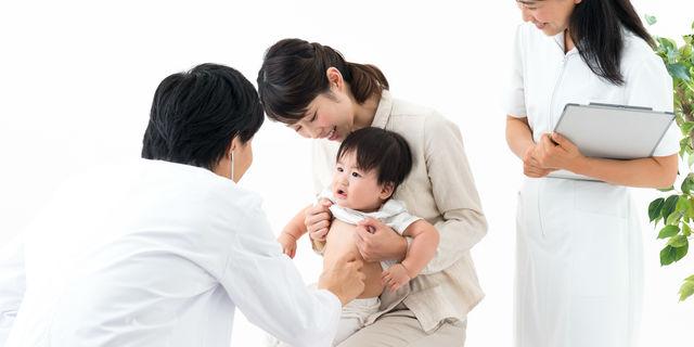 赤ちゃんを小児科に連れて行く