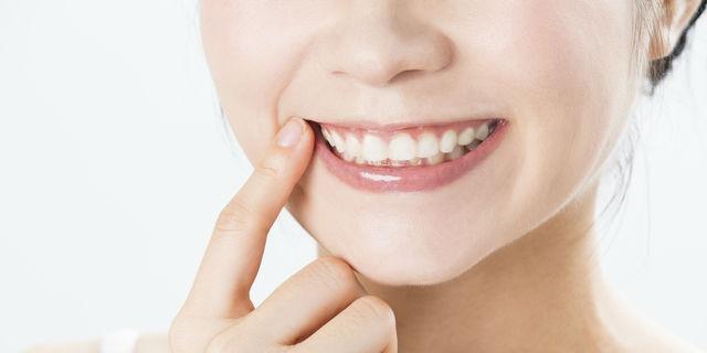 歯茎の色で健康が分かる!歯茎マッサージで口元美人に【歯科医師解説】