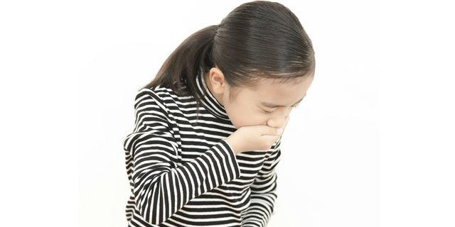 子どもの急な嘔吐は要注意!自家中毒の特徴的な4つの症状とは?