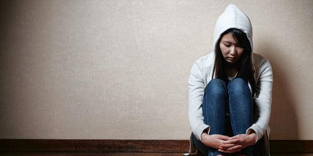 何をしても楽しくない…感情がない人の原因・特徴・治療法とは?