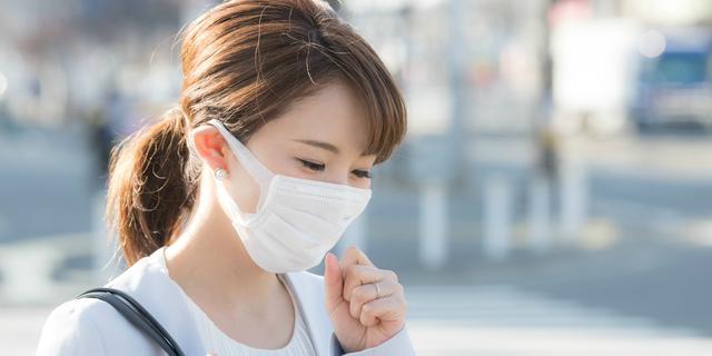 花粉症によってインフルエンザになりやすくなっている女性