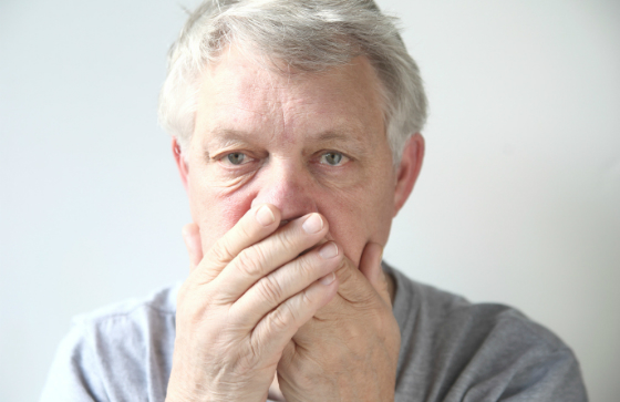 歯磨きしてるのに口臭が消えない…。その原因は睡眠中の「口呼吸」かも!