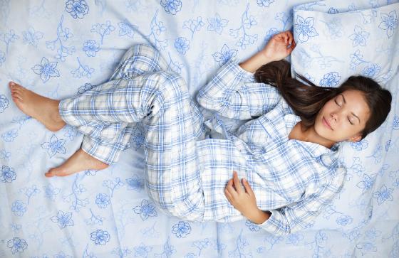 眠れない大人へ!「眠るときの服装」にこだわるべき3つの理由