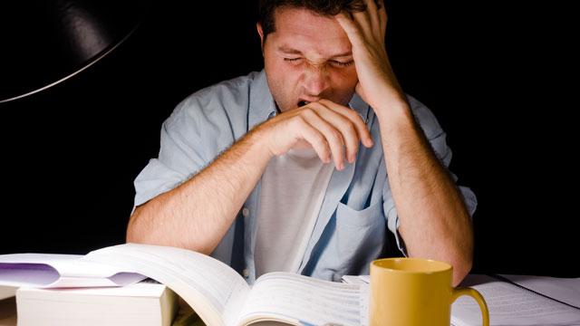 """【テストの成績UP】夜更かし勉強の眠気は """"プラセボ睡眠""""でごまかす"""
