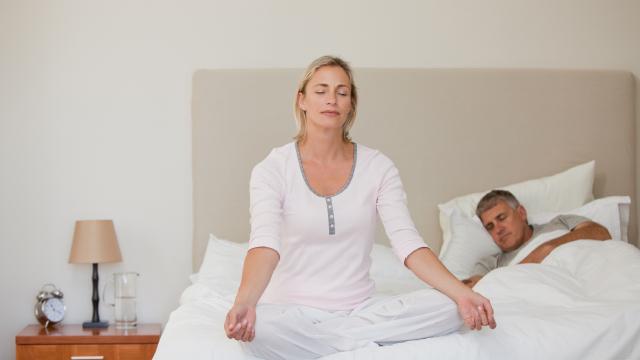 マインドフルネスで睡眠前のネガティブ思考をコントロールする方法