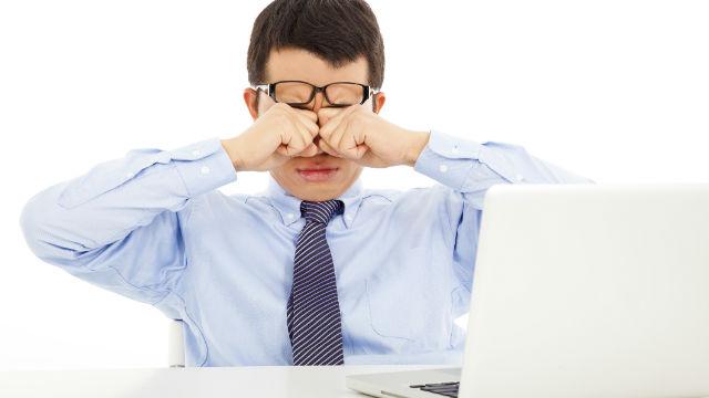 不眠の原因は目にあり? 眼科医に聞いた眼精疲労の危険性