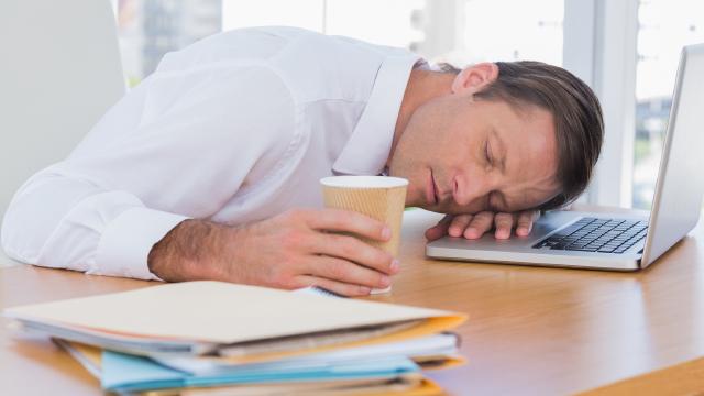【睡眠時間40分減は危険】飲んで即仮眠・コーヒーナップで寝不足を補う!