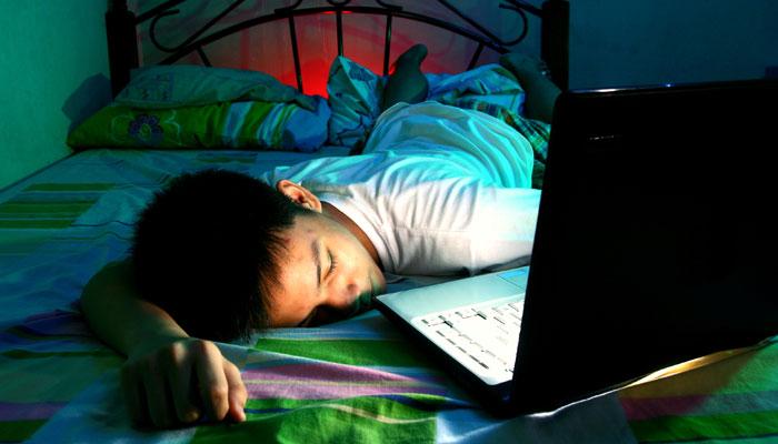 日本人の平均睡眠時間は?問題視される不健康な生活習慣