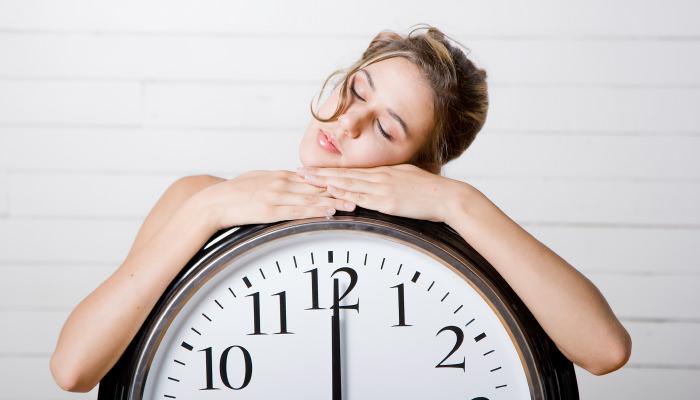 6時間睡眠では十分に休息できていない…?短時間睡眠で集中力が持たない