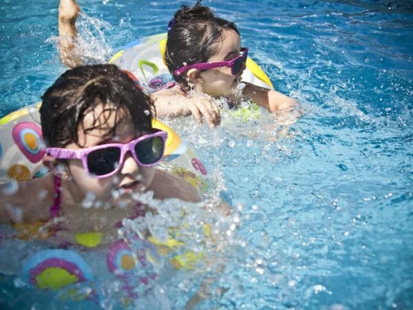 大人もかかる夏の病プール熱!原因と対策をチェックして、もっと夏を楽しもう♪