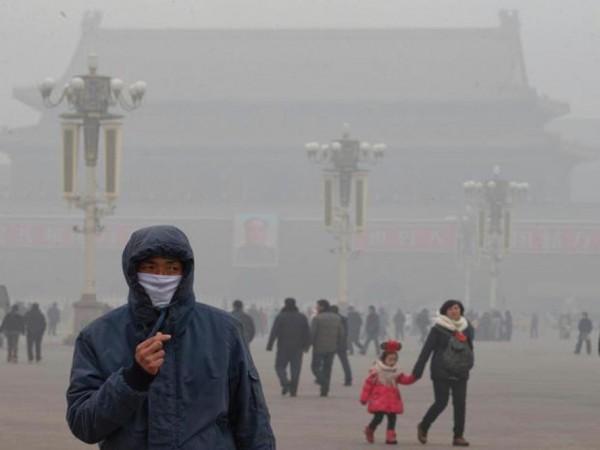 空気の汚染でドライアイになる?PM2.5や黄砂などが目に与える影響とは