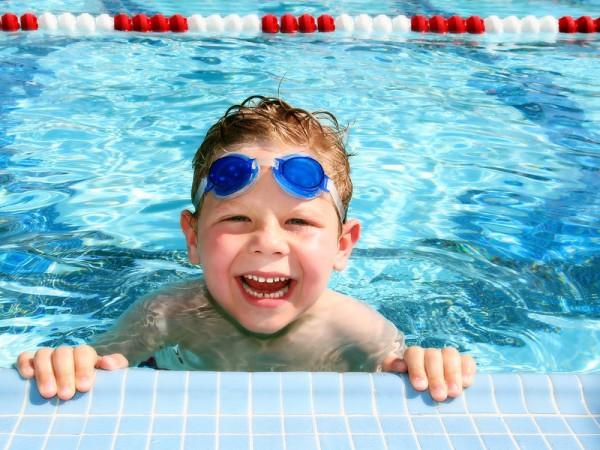 """泳ぎが苦手なお子さんでも楽しめる!水中で目を開けるコツと""""水""""にまつわる豆知識"""