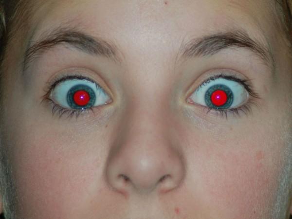 写真で目が赤くうつるのはなぜ?赤目現象の対策まとめ