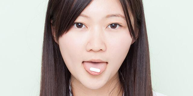 口の中で溶かす、舌下錠(ゼッカジョウ)の正しい服用方法。