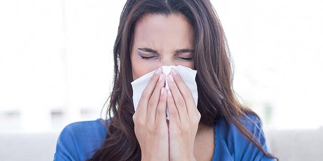 唾液や鼻水が増えるのは妊娠の初期症状?