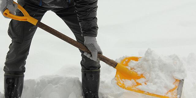 雪かきビギナーに捧ぐ!腰への負担、腰以外への負担とは?