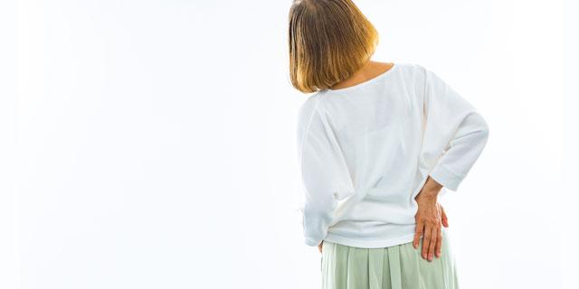 ずっと腰が痛い!それ、ただの腰痛じゃないかも?「椎間板ヘルニア」リスクをチェック