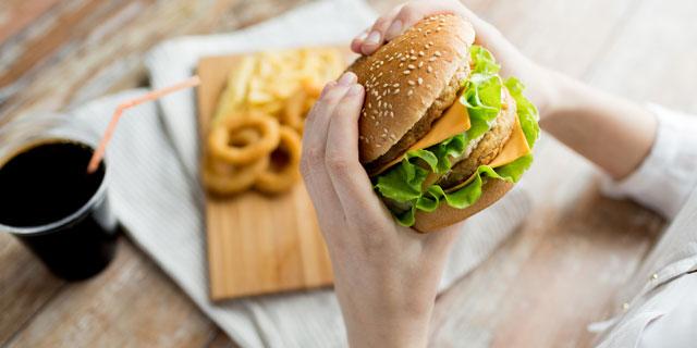 ストレスで食べすぎちゃった…もしかしてこれって摂食障害?!
