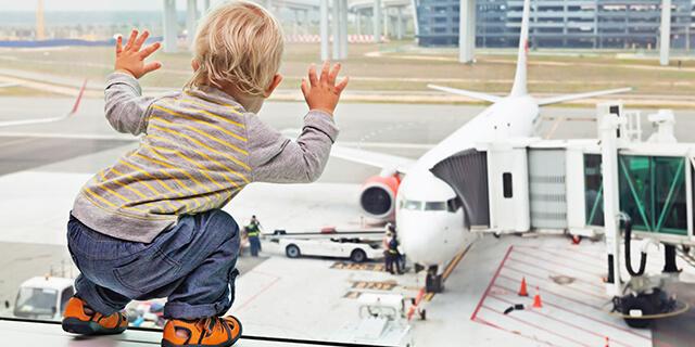 これだけは気をつけたい! 赤ちゃん連れでの初めての飛行機