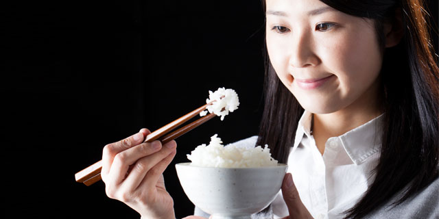 「よく噛んで食べること」は健康への近道?