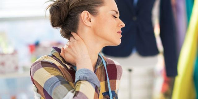 頭痛、肩こり…原因はストレートネック?