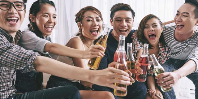 ビールが美味しい夏なのに…お酒が飲める人と飲めない人の違いって?