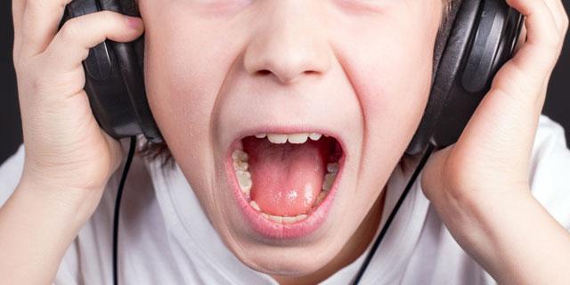 知らぬ間にあなたの耳に牙を向けているかも…「ヘッドフォン難聴」にご用心!