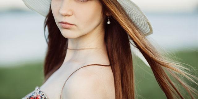 いつも美しい髪の貴女でいてほしい… 夏に髪の毛がパサつく4つの理由!