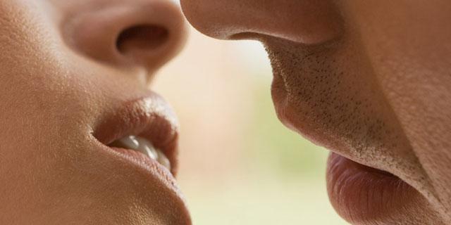 キスが原因で感染する!? 通称「キス病」と呼ばれる「EBウイルス感染症」とは?