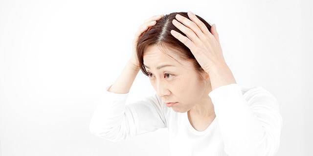 どうすればいい?出産後の女性に多い「薄毛・抜け毛」の悩み!