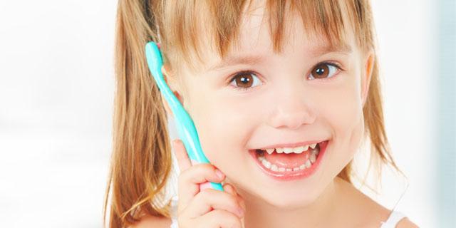 【歯科医師監修】歯みがき粉で歯が削れる?意外な危険とNGな磨き方!