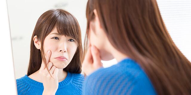 何とかしてほしい!生理中の肌荒れの原因と対処法